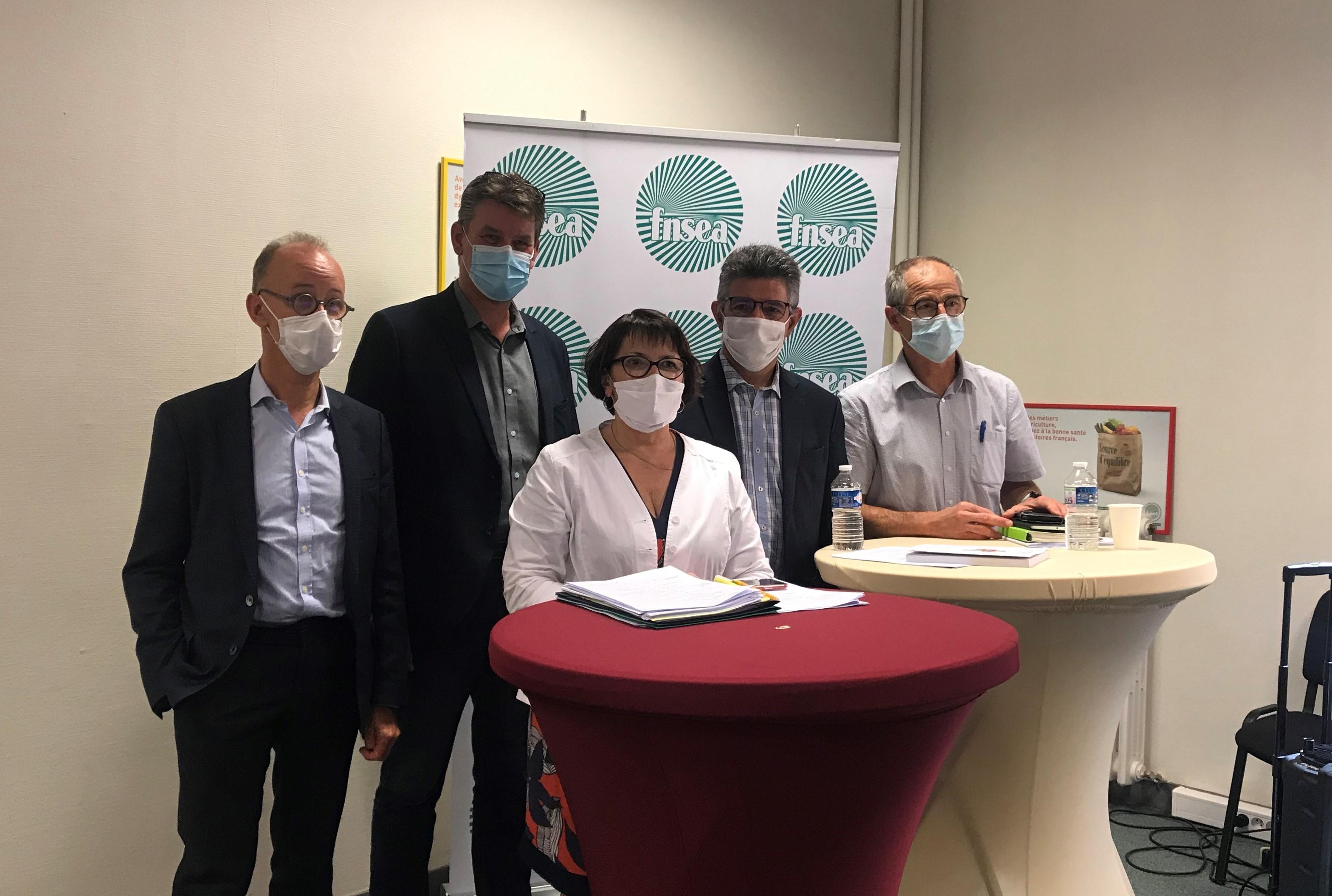 Christiane Lambert avec les quatre rapporteurs du rapport d'orientation de la FNSEA : de gauche à droite Olivier Dauger, Hervé Lapie, Henri Bies-Péré et Joël Limouzin.
