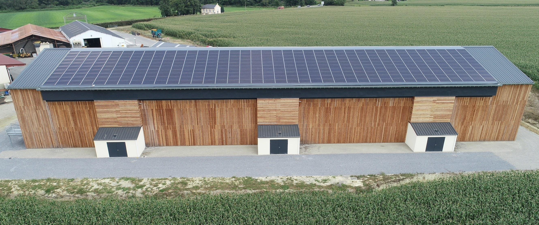 Cogen'Air est un panneau solaire hybride produisant simultanément électricité et chaleur, grâce à une innovation technique sur les matériaux (Crédit photo : Base)
