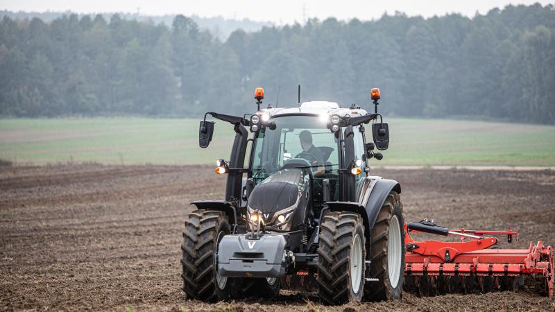 La catégorie « Best Utility » distingue un tracteur de 4 cylindres maximum, de plus de 70 ch et de moins de 8500 kg (Crédit Photo : Valtra)
