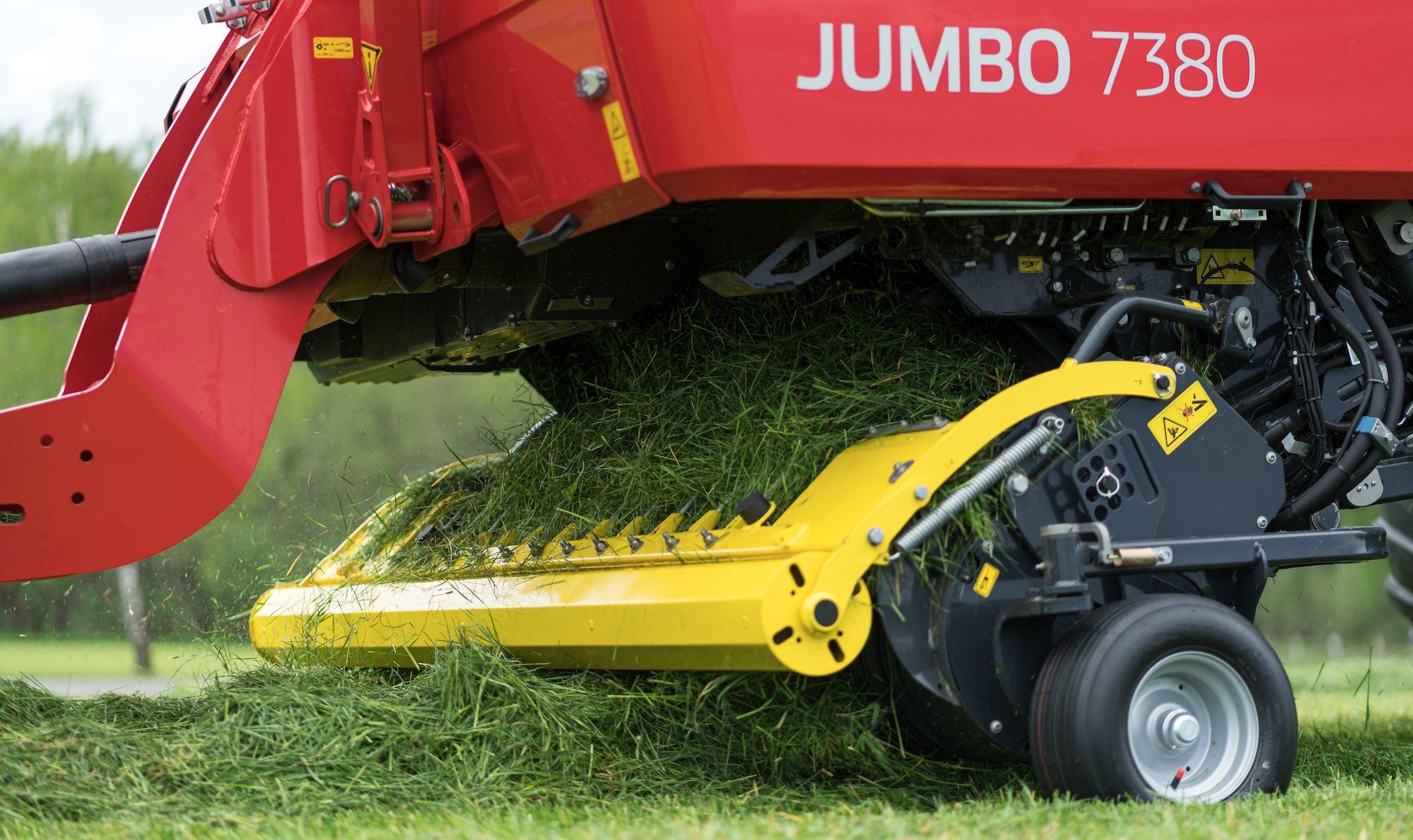 La Jumbo 7000 est dotée du dispositif de coupe courte Powercut à 48 couteaux disposés asymétriquement et offrant une longueur de coupe théorique de 34 mm